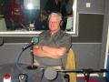 Piet luistert naar de muziek uit de seventies in Music Memories