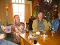 Na het radioprogramma werd er samen met veel oud-collega's de kroeg ingedoken om lekker te babbelen onder het genot van een drankje. Henk had speciaal hiervoor de oude originele Papillon-bierglazen voor meegenomen voor Piet en Lies.