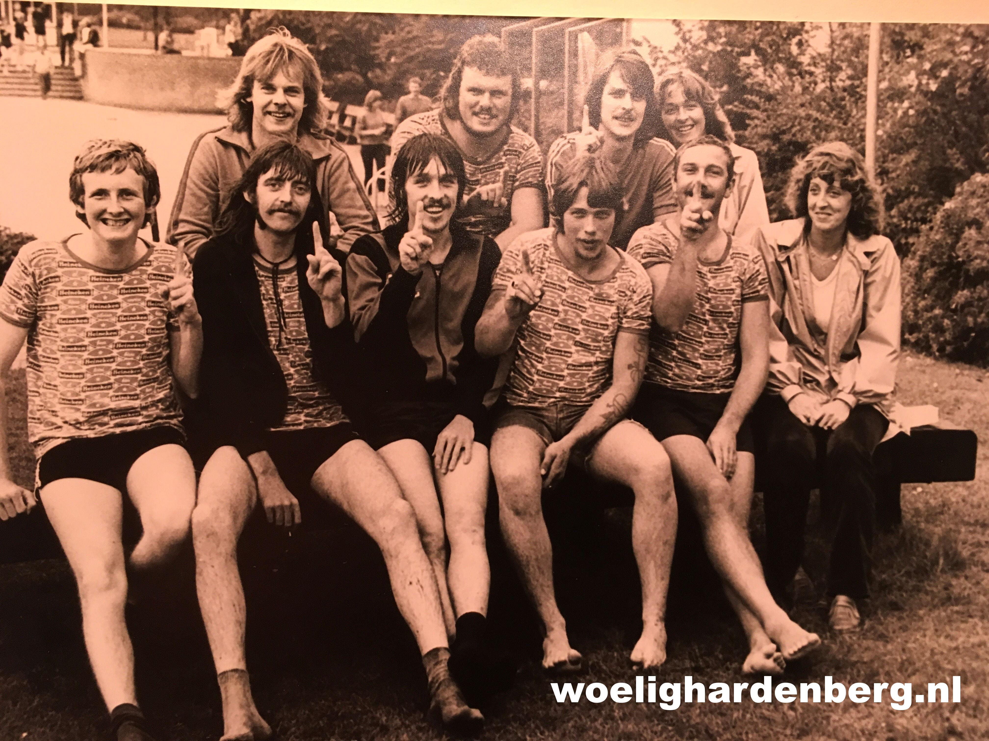 Evert Nijboer, Willem Hutten, Bertus Veenstra Henk Hendriksen, Freek Olsman, Hermke Maatje, achterste rij Marijn Muis, Bert Waterink, Flipper Veenstra en Rita Veenstra