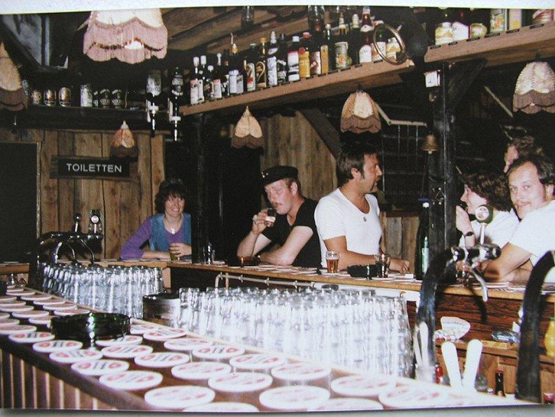 Toiletbar met Jeannet, Bernard, Dieter