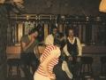 Lange bar met Johan Pasveer, Gerrit Bosch, Kris Meerlo en ervoor staat Hennie Stoeten