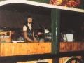 Martin Kelder met op de achtergrond Gerrit Bosch achter de lange bar