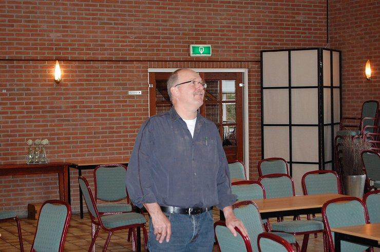 Johan Pasveer keurt het werk