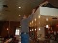 Hier wordt druk gewerkt om de bar een uitstraling te geven zoals voorheen de lange bar eruit zag