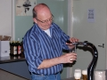 Het eerste biertje op deze zaterdag wordt getapt door Johan Pasveer