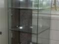 Deze vitrine is nodig om de vele spullen te kunnen laten zien
