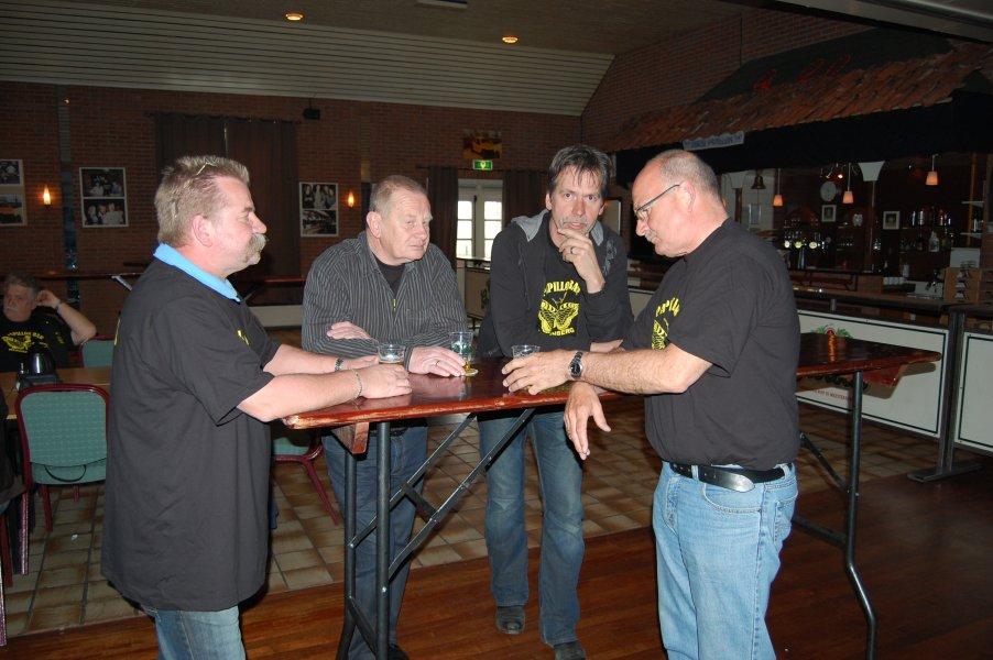 Overleg met biertje